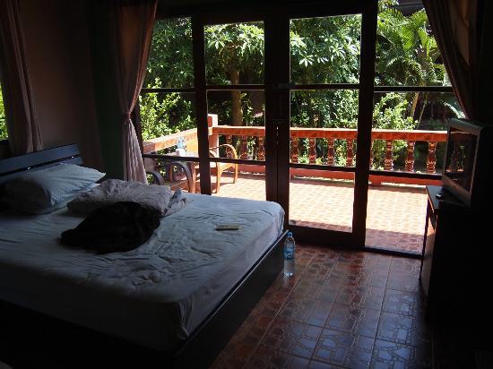 Sairee Cottage Resort: Sairee Cottage: double + single AC bungalow
