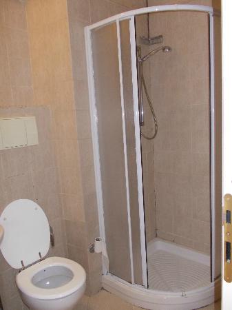 Residence Lodi Rome: Shower cabin in the bathroom