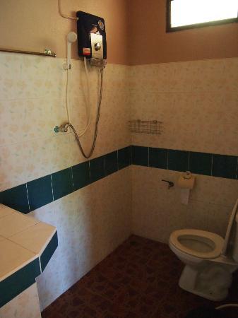 Sairee Cottage Resort: Sairee Cottage: double + single AC bungalow bathroom