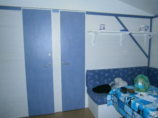 Camping Club Taxo les Pins: Comedor (puerta izqda acceso ducha y derecha hab matrimonio)