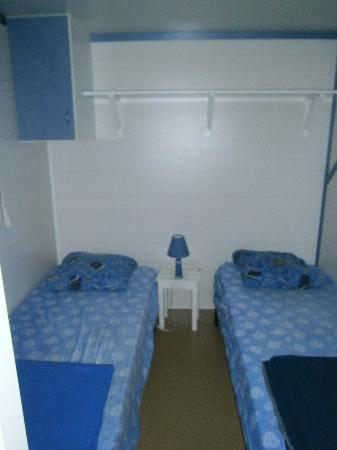 Camping Club Taxo les Pins: Habitación camas individuales