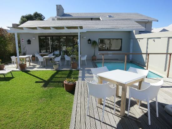 The Robberg Beach Lodge: Rooftop terrace and pool
