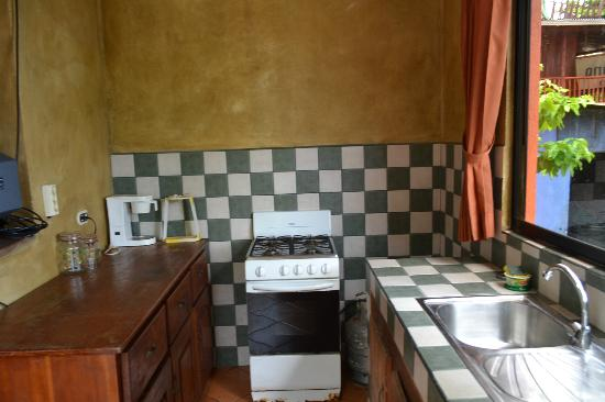 Cabinas Mar y Cielo: kitchen stove, counter