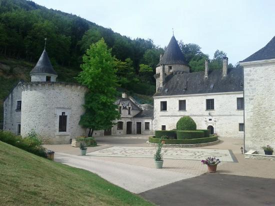 Chateau de la Fleunie: Vue depuis le parking