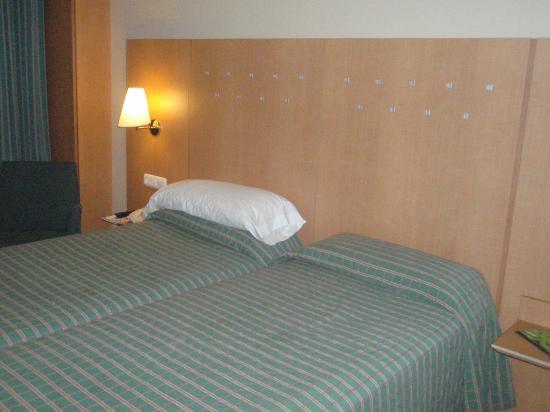 Hotel City Express Santander Parayas: Habitación doble
