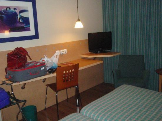 Hotel City Express Santander Parayas: Habitación