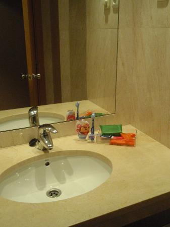 Hotel City Express Santander Parayas: Baño