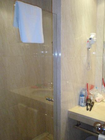 Hotel City Express Santander Parayas : Ducha muy cómoda