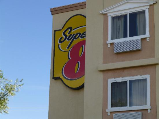 Super 8 Albuquerque East: Outside on the Building