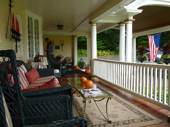 Mountain View Inn: Porch