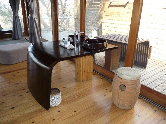 Wilderness Safaris Vumbura Plains Camp: Bathroom