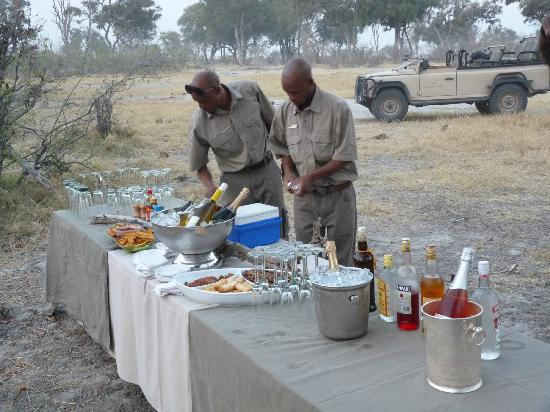 Wilderness Safaris Vumbura Plains Camp: Apero in the bush