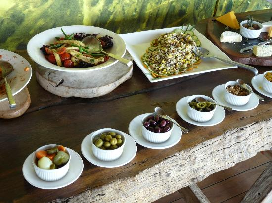 Wilderness Safaris Vumbura Plains Camp: Brunch buffet