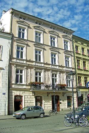 Senacki Hotel: Hotel Senacki from Street