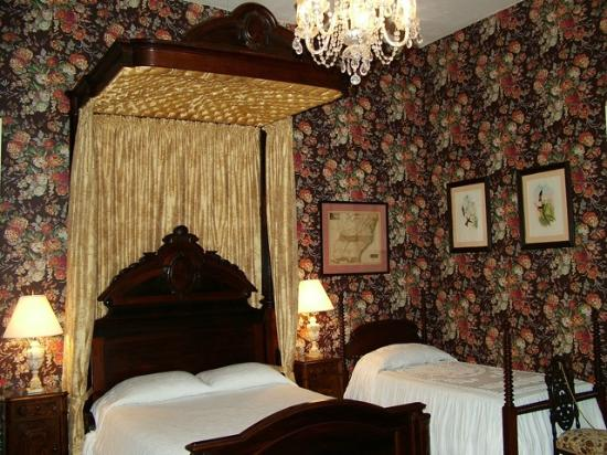 Stone House Musical B&B: Master Bedroom Half-tester Rosewood bed and one of the twin beds.