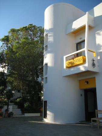 Aris Hotel: Main entrance