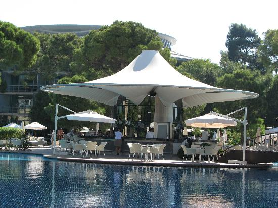 Calista Luxury Resort: Blue Bar(Pool)