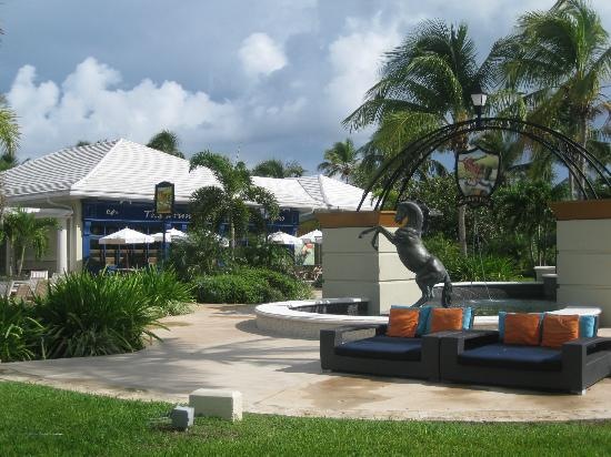 Sandals Emerald Bay Golf, Tennis and Spa Resort: Outside of the Drunken Duck