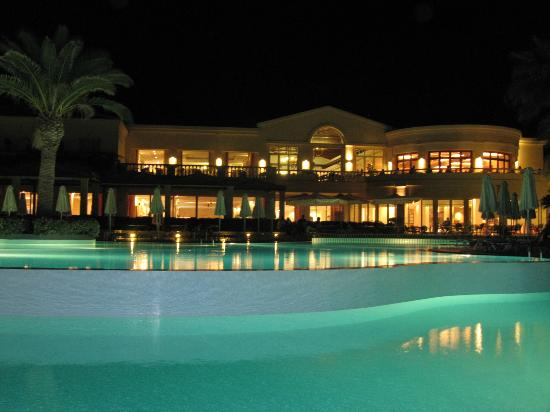Grecotel Club Marine Palace: Main pool and main buliding over night