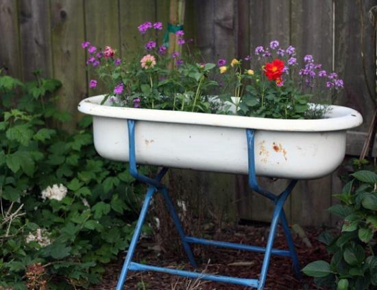 Hendersonville, NC: Vintage Baby Tubs