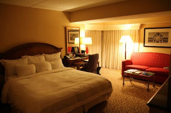 Boston Marriott Cambridge: Large comfortable room