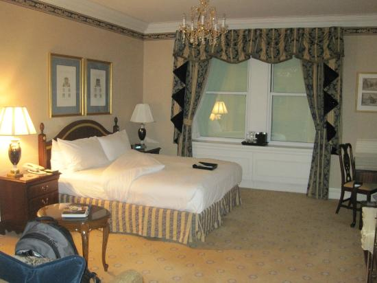 The Sherry-Netherland Hotel: Standard double room with courtyard view