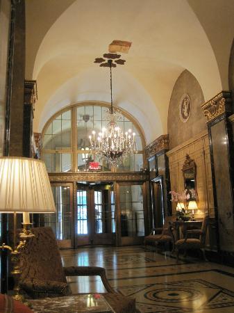 The Sherry-Netherland Hotel: Lobby