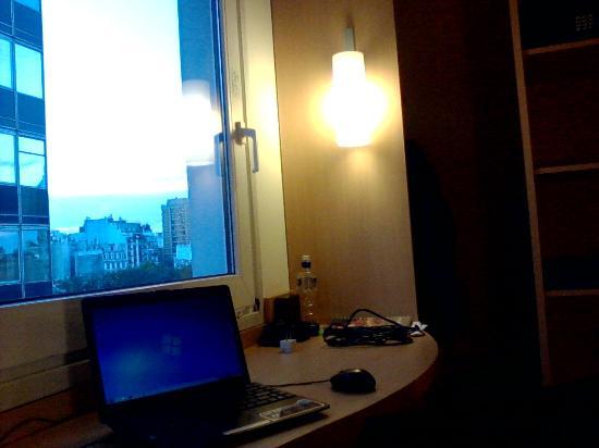 Ibis Buenos Aires: Estación de trabajo e el cuarto