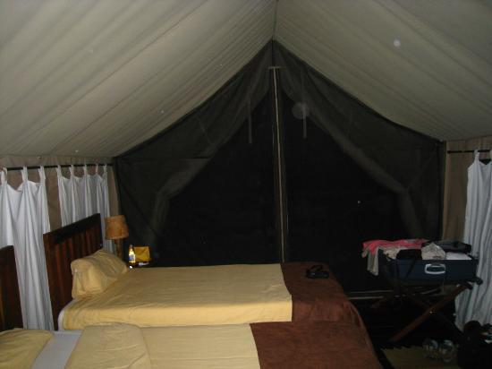 Maweninga Camp: intérieur de la tente