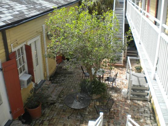 Hotel St. Pierre: Courtyard