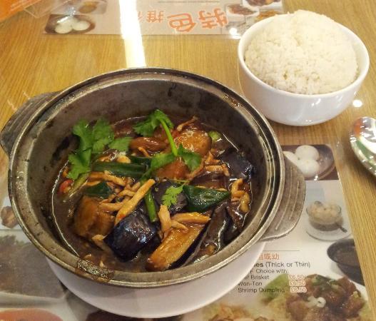 Cafe de Hong Kong: Aubergine & chicken hotpot with steamed rice