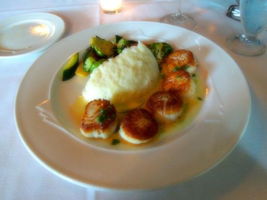 Russell's: Pan seared scallops