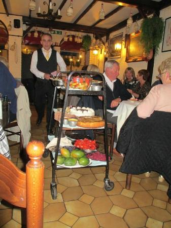 Теддингтон, UK: Sorrento Sweet Trolley..