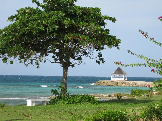 Silver Sands Vacation Villas: Ebb Tide - View from front lawn
