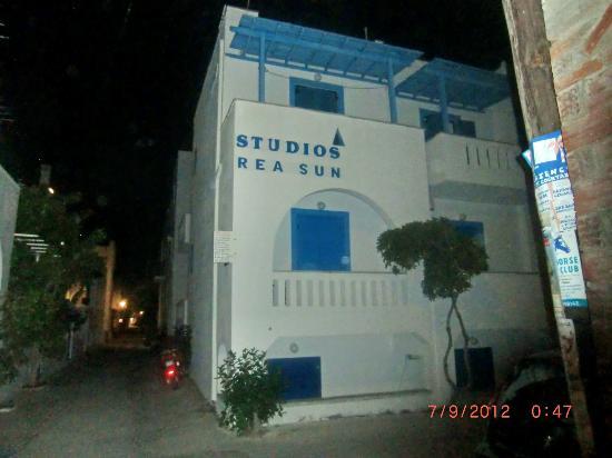 Rea Sun Studios Apartments