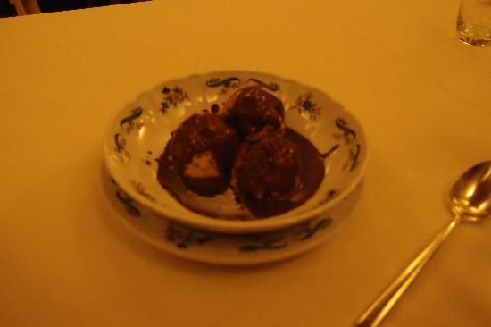 Ristorante Maso Burba: semifreddo al torroncino con cioccolato fuso