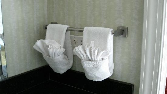 Ocean Beach Club: Bathroom decorated towels