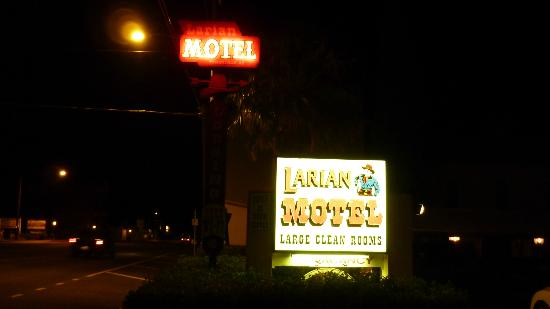 Larian Motel Tombstone: Motel signage at night.