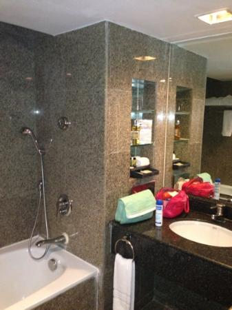 Boulevard Hotel Bangkok: bathroom in deluxe terrace room