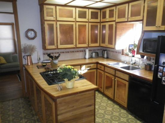Euclid House Bed and Breakfast : Kitchen