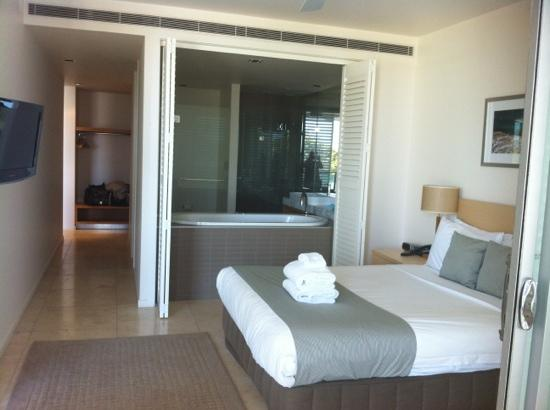 Plantation Resort at Rainbow: Master bedroom with ensuite and huge walk in robe