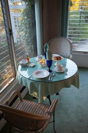 Fitchburg, MA: Howarth House Bed & Breakfast sun room