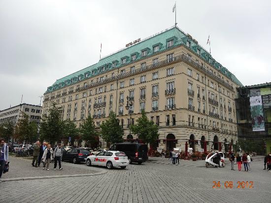 Pariser Platz: Hotel Adlon
