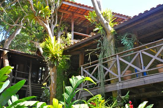 Pousada Riacho dos Cambucas: Rooms with nice wooden verandas