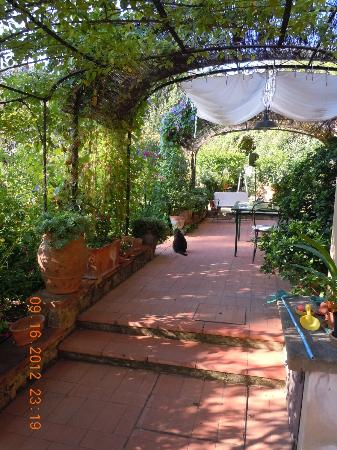 Villa Malavolta: Garden