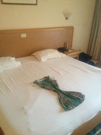 Nour Palace Resort: The maids liked to put a smile on our face when we came back to our room