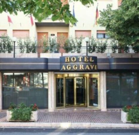 Aggravi Hotel: View from the street