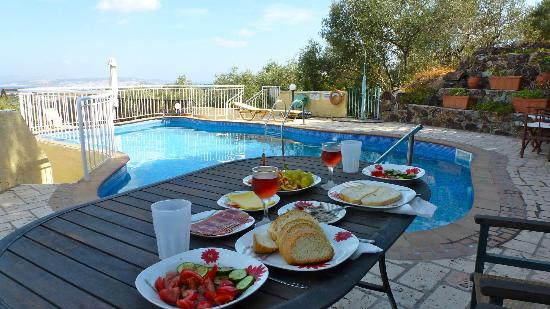 Pano Stalos Villas: Lunch by pool