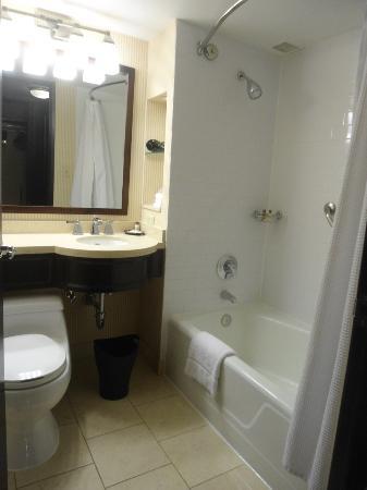 Sheraton Universal Hotel: Baño