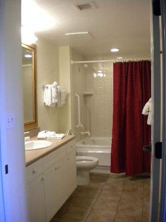 Marriott's Willow Ridge Lodge: Spacious bathroom